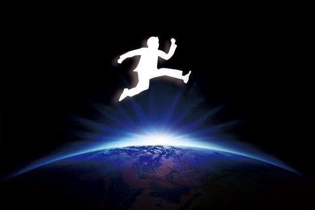 地球をとびこえる人
