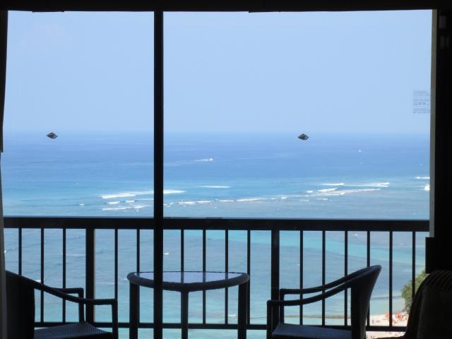 ハワイの海岸の見える窓