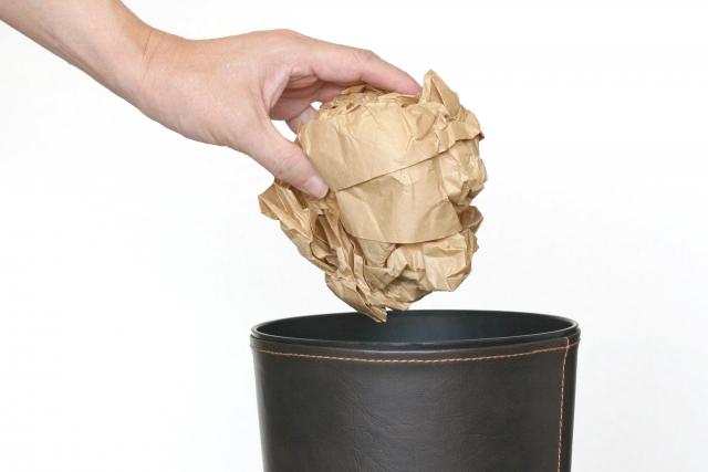 ごみ箱に捨てる